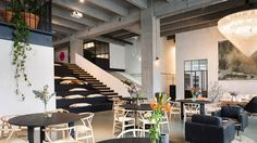 The two-story, 32,000-square-foot workspace, called Fosbury & Sons, comprises a mix of circular communal worktables and bar-height stations, along with a library, cushy reading nooks, and amphitheater-style seating.