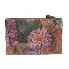 """Die Clutch """"Beverly"""" mit hübschen Blumenmuster von dem Berliner Newcomer Label ZOOKIE ist eine bezaubernde Handtasche aus feinem Echtleder."""