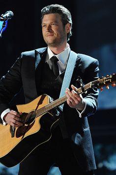 Blake Shelton - what a good lookin man!