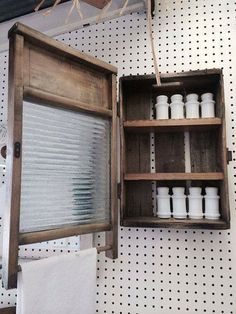 An old crate and a washboard turned awesome cabinet! An old crate and a washboard turned awesome cab Country Decor, Rustic Decor, Farmhouse Decor, Repurposed Furniture, Diy Furniture, Handmade Cabinets, Deco Champetre, Cozy Bathroom, Deco Originale