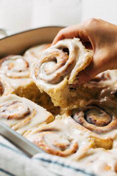 Best Cinnamon Rolls, Easy Homemade Cinnamon Rolls, Cinnamon Roll Icing, Homemade Rolls, Baking Recipes, Dessert Recipes, Bagels, Love Food, Sweet Tooth