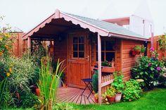 Tuinhuis De Houtsnip is een tuinhuis met een zadeldak en voorluifel van 1 meter.  De Houtsnip is standaard voorzien van 1 enkele deur, 2 vaste ramen en 2 sierhekjes onder de luifel.