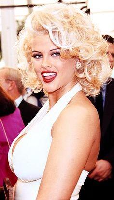 Anna Nicole Smith pulling a Marilyn.