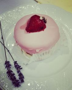 #weddingcake #strawberrycake #pink #delicious