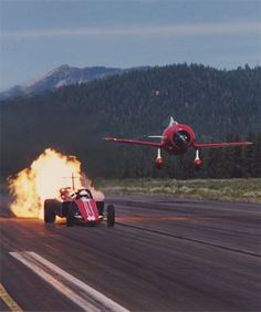 Smoke-N-Thunder's Scott Hammack 'racing' the Gee Bee R-2 replica, flown by Delmar Benjamin, late 1990s (huge thanks to Bill Braack for the image)
