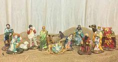 Mais um Presépio feito pela Finezza, para deixar sua casa muito bem decorada nesse período tão especial que é o Natal!! Ele contém  13 peças, pintadas a mão e com decoupage...