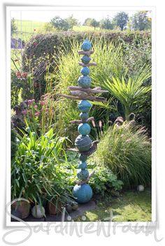 """... und es steht auch schon im Garten - das neuste """"Kunstwerk"""" aus meiner kleinen Töpferwerkstatt. Aber bis es soweit war, hiess es nochma..."""