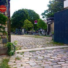 Entree du Cimetiere de Belleville, rue du Telegraphe. Le point le plus haut de Paris, ou pas loin... #PEAV #ParisEstVillages #paris20 #ruedutélégraphe #streetphoto #streetphotos #streetphotography #photoderue #streetphotographer #streetphotographers #estparisien #streetofparis #iloveparis #weloveparis #jaimeparis #paris #cemetery #cimetière #cimetiere #ruedebelleville #belleville #paris20eme #paris20eme #paris20e