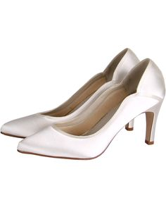 A classically elegant dyeable bridal court shoe with curvy overlays.Did you know you can have these shoes handdyedto any shade? Perfect for any wedding!
