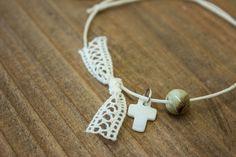 Μαρτυρικά 50τεμ MRS-002  Χειροποίητα μαρτυρικά βραχιολάκια με σταυρουδάκι από φίλντισι, πέτρινη χάντρα και φιογκάκι από δαντέλα, σε έναν αρμονικό συνδυασμό με άσπρο κορδόνι. Drop Earrings, Jewelry, Fashion, Jewellery Making, Moda, Jewels, Fashion Styles, Jewlery, Jewerly