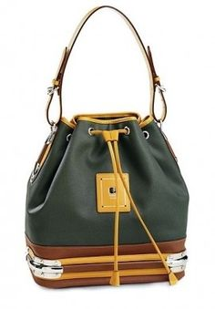 Google 画像検索結果: http://static.stylosophy.it/stbags/fotogallery/625X0/25513/secchiello.jpg