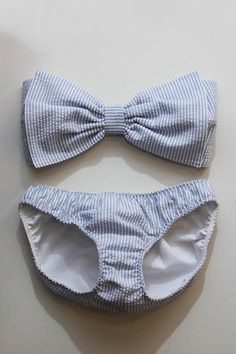 Seersucker bikini. I'm almost certain I can make a bow like this for one of my old bikinis! Maybe little matching bows for the sides of the bottom too! Oooh I'm all excited again!