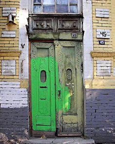 Присоединяемся к нашему любимому хештег сообществу #doorporn с этой дверью из Ростова-на-Дону ул.Суворова, бывшая Мало-Садовая. Фото Владимир Карпов. / Doors from Rostov-on-Don / #doorsbrothers #doorporn