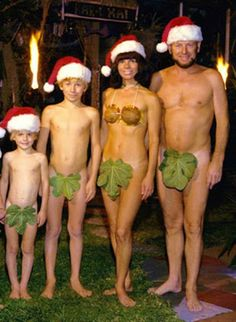 No one's immune to bad, awkward family Christmas photos! Here's more of the creepiest, funniest, awkward family Christmas photos and holiday cards ever! Holiday Photos, Christmas Photos, Family Christmas, Merry Christmas, Christmas Cards, Funny Christmas, Holiday Cards, Christmas Portraits, Naughty Christmas