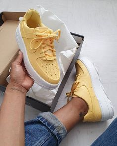Nike Air Force 1 Sage Low in gelb - nike shop - Nike Shoes Basket Nike Air, Baskets Nike, Yellow Sneakers, Yellow Nikes, Moda Sneakers, Shoes Sneakers, Kd Shoes, Shoes Style, Sneakers Outfit Nike