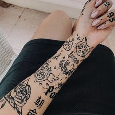 Cute Tiny Tattoos, Dope Tattoos, Pretty Tattoos, Mini Tattoos, Body Art Tattoos, Small Tattoos, Tattoos For Guys, Sleeve Tattoos, Tattoos For Women