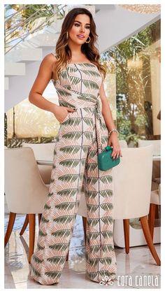 Brenda Pavanelli usa macacão Cora Canela Black Floral Jumpsuit, Mode Chic, Jumpsuit Pattern, Jumpsuit Outfit, Indian Designer Outfits, Look Fashion, Casual Wear, Fashion Dresses, Clothes