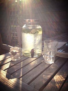 Citroen, limoen, munt en water.