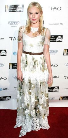 Look of the Day › January 25, 2011 WHAT SHE WORE Bosworth belted a floral Dolce & Gabbana gown at the Creative Coalition Spotlight Initiative Awards in Park City. WHY WE LOVE IT It doesn't get much prettier than flowers and lace! The actress complemented her delicately embellished dress with loose locks and rosy makeup