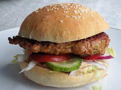 Kyllingburgere med hjemmelagde hamburgerbrød