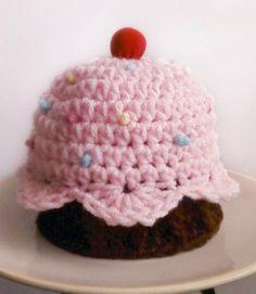Crochet-Cupcake Hat pattern, someone please make this for me! Crochet Cupcake Hat, Crochet Kids Hats, Crochet Cap, Crochet Cross, Crochet Beanie, Cute Crochet, Crochet Clothes, Caron Yarn, Newborn Crochet