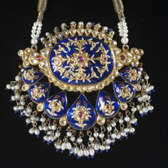 DESCRIPTION:Exquisite Mughal necklace comprised of yellow gold decorated with royal blue enameled floral motif with ruby and diamond… 1 Gram Gold Jewellery, Gold Jewelry, Quartz Jewelry, Diamond Jewellery, Jewelry Shop, Fashion Jewelry, Amrapali Jewellery, Mughal Jewelry, Women's Shoes