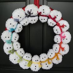 Here's a new take on the traditional festive wreath. a pom-pom snowman wreath to welcome family and friends Christmas Pom Pom Crafts, Christmas Crafts To Make, Christmas Fun, Holiday Crafts, Christmas Ornaments, Christmas Decorations Diy Cheap, Diy Christmas Projects, Homemade Christmas Wreaths, Snowman Decorations