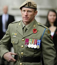 Victoria Cross: The ten living recipients of the highest British military honour Military Special Forces, Military Men, Military History, Military Style, Army Uniform, Men In Uniform, Military Uniforms, British Soldier, British Army