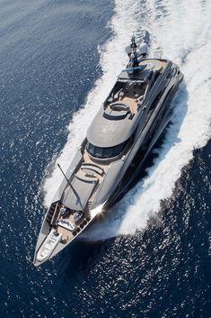 Super yacht. Amazing, luxury, awesome, expensive, enormous, giant, modern, exclusive boat & yacht. Increible, lujoso, espectacular, caro, enorme, gigante, moderno, exclusivo barco/yate.