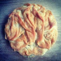 Πρασοτυρόπιτα - Elpidas Little Corner Cheese Pies, Little Corner, Apple Pie, Cabbage, Food And Drink, Turkey, Appetizers, Lunch, Baking