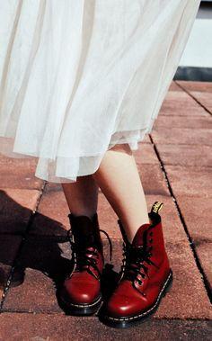 Dress + Boots! Me encantaaaa.. Visit! www.lafashionsommelier.com