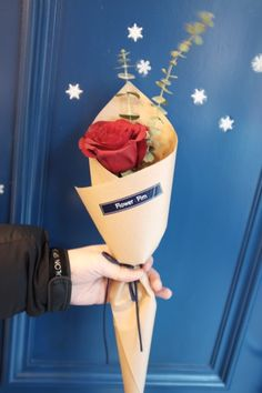 Send Flowers Online To Mumbai Bouquet Wrap, Rose Bouquet, Single Flower Bouquet, Send Flowers Online, Anniversary Flowers, How To Wrap Flowers, Flower Packaging, Flower Aesthetic, Paper Flowers