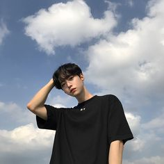 ulzzang 얼짱 boy sky cute kawaii adorable korean pretty beautiful hot fit japanese asian soft aesthetic 男 男の子 g e o r g i a n a : 人 Korean Girl Ulzzang, Couple Ulzzang, Beautiful Boys, Pretty Boys, Cute Boys, Bad Boys, Korean Boys Hot, Korean Men, Cute Asian Guys