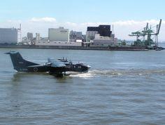 JFS-81@U-4転換中(在宅) @Dock_APG US-2が話題なので便乗してたまには海自機も貼ってみたり・・・ US-2の生まれ故郷、新明和の目の前にある阪神基地でのイベントの時の写真。デモ離水やったりリバースしたりやりたい放題をすぐ目の前で見れるのはここくらいでしょうか?? US-2 9903 2010年 阪神基地