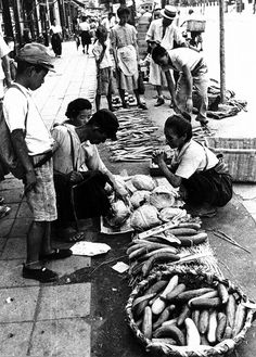 <写真特集>ヤミ市から懐かしのあの食品まで 戦後70年「日本の食」 - 毎日新聞