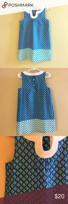 Janie & Jack Girl's Summer Dress Size 5 One of my favorite dresses for my daughter! Blue and white with teal floral design. White collar and three back buttons. Lined. Shell and lining 100% cotton. Size 5. I loved this because it wasn't pink and overly girly! Lightweight - this is definitely a summer dress or needs to be worn with a cardigan and tights in the spring. No stains or holes. Smoke and pet free home. Bundle with other kids' clothes to save! 😊 Janie and Jack Dresses