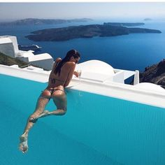 The beautiful Santorini pool travel around the world of the Day Source by Rich Girls, Hot Girls, Sugar Baby, Luxury Boat, Slippery When Wet, Legging Sport, Sexy, The Bikini, Nice Asses