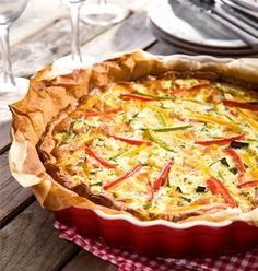 Quiche met mozzarella, paprika en courgette. Extra eitje & room. Afwerking met geraspte mozzarella!