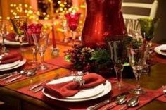 When it's time to decorate your house for Christmas, don't forget about your dinner table. Whether you're hosting a family Christmas dinner or you're . Christmas Table Settings, Christmas Tablescapes, Christmas Table Decorations, Holiday Tables, Decoration Table, Holiday Parties, Christmas Dinner Menu, Christmas Wine, Elegant Christmas