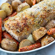 How to Cook a Boneless Pork Loin Roast! This Rosemary Garlic pork loin roast is easy, foolproof and seriously delicious! Boneless Pork Loin Recipes, Baked Pork Loin, Pork Roast Recipes, Pork Tenderloin Recipes, Rosemary Pork Tenderloin, Pork Sirloin Roast, Pork Roast In Oven, Pork Loin Cooking Time, Cooking For A Crowd