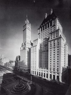 Sherry-Netherland and Savoy-Plaza Hotels. The Savoy Plaza was demolished in 1966 for construction of the General Motors Building. The Fifth Avenue Apple Store is today located near the spot where the Savoy's main entrance is seen in this 1928 photo. New York Architecture, Vintage Architecture, Classic Architecture, York Hotels, Nyc Hotels, A New York Minute, Plaza Hotel, Vintage New York, Main Entrance