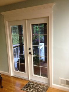 French door, crown molding