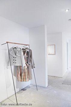 Die Schlichte Garderobe Lässt Raum Für Wesentliches! Mehr Infos Auf  Roomido.com #roomido