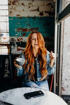 coffeehouse photoshoot of in a hipster artisan coffee shop Coffee Shop Photography, Cheap Coffee Maker, Coffee Barista, Coffee Photos, Coffee Girl, Photoshoot Inspiration, Best Coffee, Coffeehouse, Portrait Photography