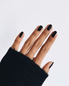 In seek out some nail styles and ideas for your nails? Here's our set of must-try coffin acrylic nails for cool women. Diy Nails, Cute Nails, Pretty Nails, Minimalist Nails, Manicure E Pedicure, Mani Pedi, Black Manicure, Black Nails, Uñas Fashion