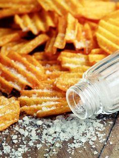 Diese Chips sind nicht nur selbst gemacht, sondern auch noch Low Carb. Zum Rezept für die Käsechips >>