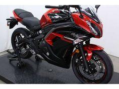 Spesifikasi Kawasaki Ninja® 650 ABS - Kawasaki Ninja 650 hadir dengan desain yang ramping dan sporty yang dihadirkan bagi para pecinta moge dengan power, akselarasi, balance, riding position yang nyaman. bobot kendaraan yang ringan dan body sporty aerodinamis dan juga telah menggunakan teknologi  system bahan bakar fuel injection