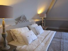 Room Seventeen Gray Interior, Interior And Exterior, Cape Cod Bedroom, Shabby, Reading In Bed, Living Styles, Bedroom Lighting, Interior Design Inspiration, Bed And Breakfast