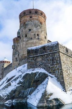 Olavinlinna in Savonlinna, Finland. - One of 3 must-see castles in Finland Monuments, Finland Travel, Art Deco Buildings, Castle Ruins, Walled City, Beautiful Castles, Spain And Portugal, Historical Architecture, Fantasy Landscape