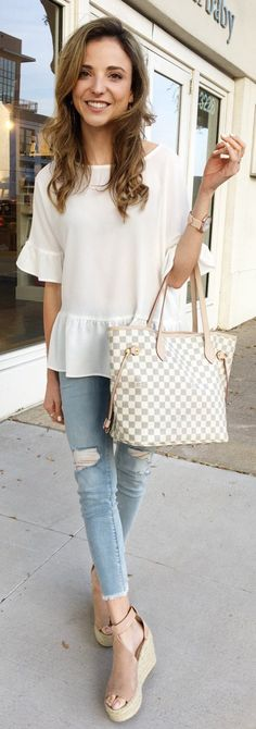 White Top / White Checked Tote Bag / Ripped Skinny Jeans / Beige Platform Pumps
